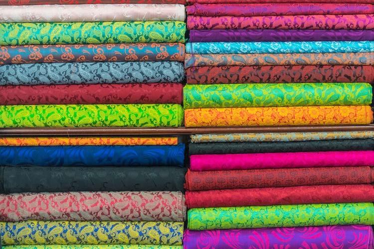 انواع پارچه در رنگبندی و جنسهای مختلف
